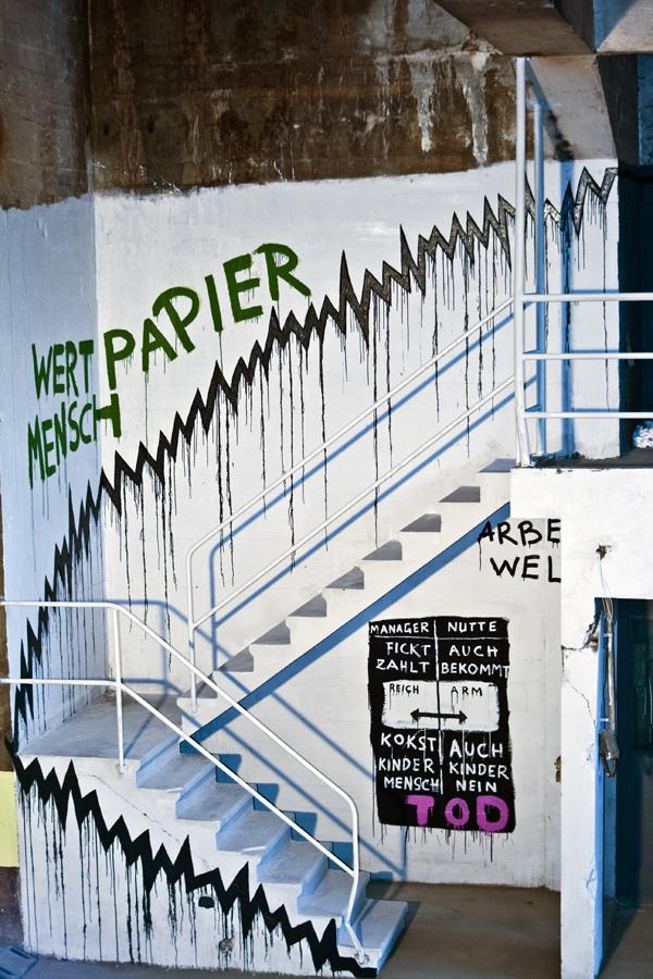 Wertpapier Mensch, Kris Kind, 2018, streetart, mural, graffiti, swiss, Solothurn, Schweiz, Kettenreaktion2018 Unique Painting Artwork, Kris Kind Dr. Kristian Stuhl #illegalernuttentransport #streetart #graffiti #mural #kriskind #kindkris #wertpapiermensch #kettenreaktion #economicporn