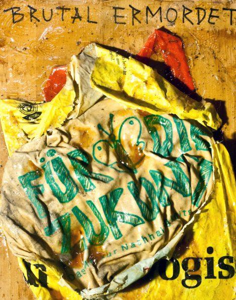 brutal ermordetes Plastiksackerl, unique painting, collage, oilpainting, #kriskind #madonna #oilpainting #collage #portrait #artwork #kindkris #madwoman #assemblage #unique #framed #exhibition #artinthebackyard